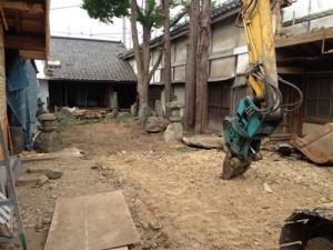 庭の整備、堀の取り壊し